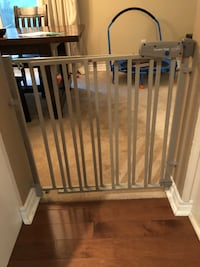 Baby Gates 2 even flo secure step excellent condition 566 km