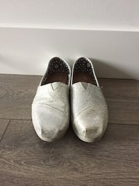 Toms silver glitter shoes. size 6.5 3751 km