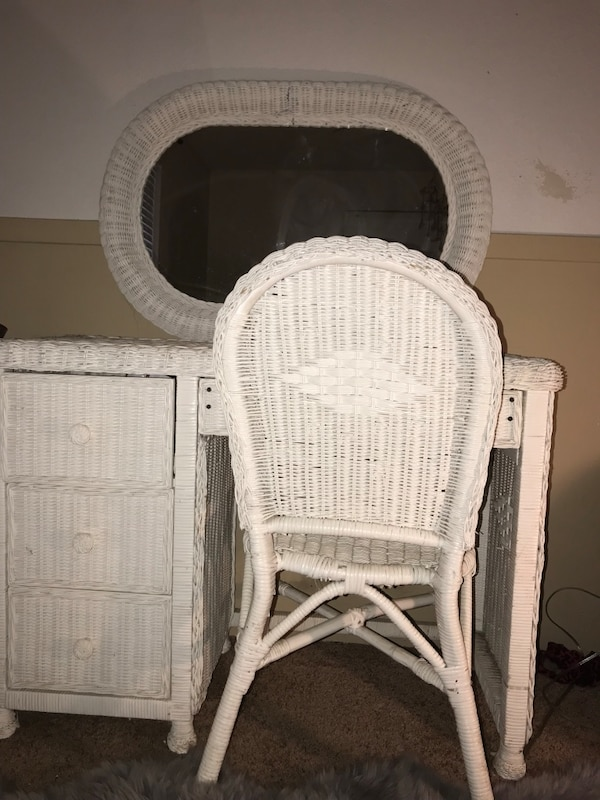 Used White wicker bedroom furniture. 6 piece set. 1 , 6 drawer ...