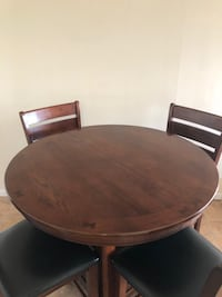 Dinning table for sale New Westminster, V3M