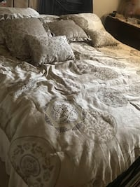 Comfort for king or queen bed with pillows and two pieces curtain New Port Richey, 34653