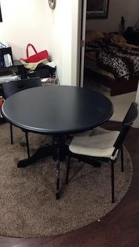 Table and chair set comes with four chairs serious buyers only Edmonton, T6H 0X7