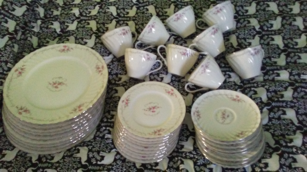 white-and-pink ceramic dinnerware set
