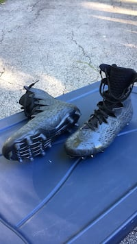 pair of black-and-blue Nike cleats Naperville, 60540