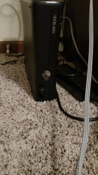 black Microsoft Xbox 360 with all wires and hdmi