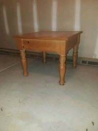 Solid wood end table Goldsboro, 27534