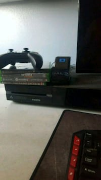Xbox one. Controller. 4 games. Charger. Thousand Oaks, 91360
