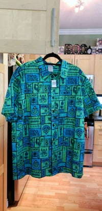 BNWT Disney parks resort men's Trader Sam's Grog G Langley, V1M 2E5