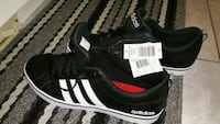 black-and-white Adidas low top sneakers Ajax, L1T 3X8