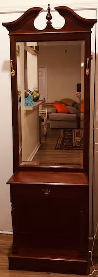 Broyhill Chippendale Hall Tree / large mirror / coat or hat hanger Odenton, 21113