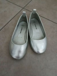Toddler girls dressy silver flat shoes Calgary, T3N 0E4