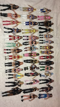 Wwe lot of 42 custom women figures  Cicero, 60804