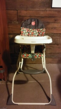 baby's white and green highchair Little Rock, 72206