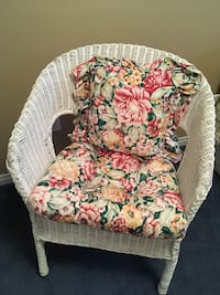 Like new white wicker chair with cushions 557 km
