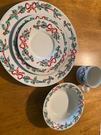 Holiday dish set