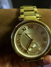 round gold Michael Kors chronograph watch with lin Escondido, 92025
