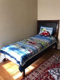 blue and white bed sheet Springfield, 22150