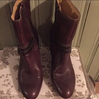 Pair of women's brown leather heeled boots Toronto, M1X