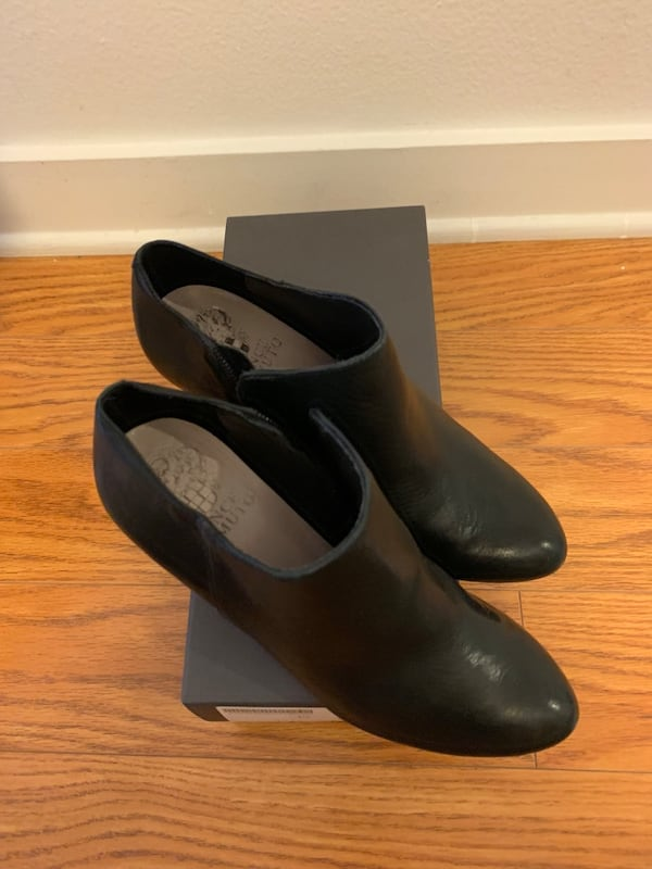 Vince Camuto Black Booties In Size 5.5 like new 5a158073-2404-4862-a86d-081e7ed6c24a