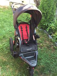baby's black and red jogging stroller Ottawa, K2M 0B6
