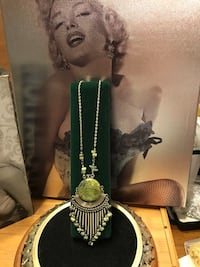 Beautiful! Green Stone Silver Necklace
