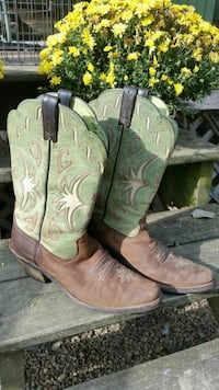 Womens Ariat boots 81/2