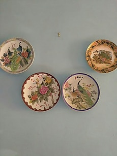 4 pieces of floral ceramic decorative plates