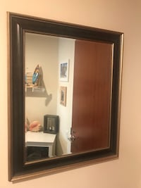 Wall mirror 1.5' x 1.5' Chicago, 60654