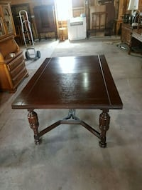 Antique oak dinning table and two leaves  Brampton, L6X