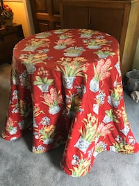Table, table cloth and 3 pillows