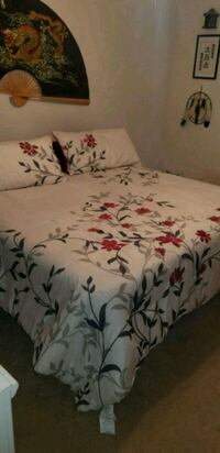 white, green, and red floral bed comforter Warrenton, 20187