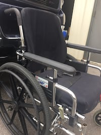 Wheelchair with no footrests