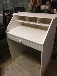 White wooden  desk Springfield, 22153