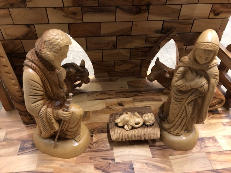 Large olive wood musical nativity set from the Holy Land 25e4d0d8-9685-4d52-8966-54a2e0eefbac