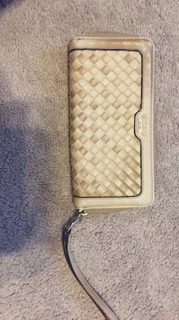 Beige guess wallet with strap Whitby, L1R 2Z3