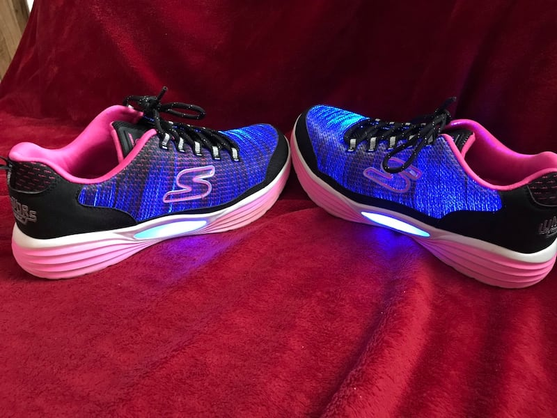 Skechers Luminators size 5 890944bc-eba3-4429-8479-0bb5c1a101e4