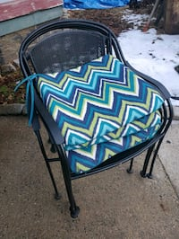 4 metal patio chairs with cushions $60 for set