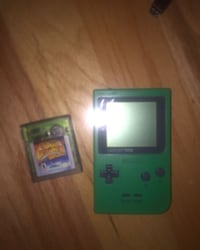 Gameboy pocket and tomb raider game