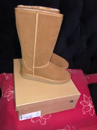 pair of brown suede boots with box Manassas Park, 20111