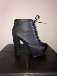 Black leather chunky heel boots  Mississauga, L5M 5E2