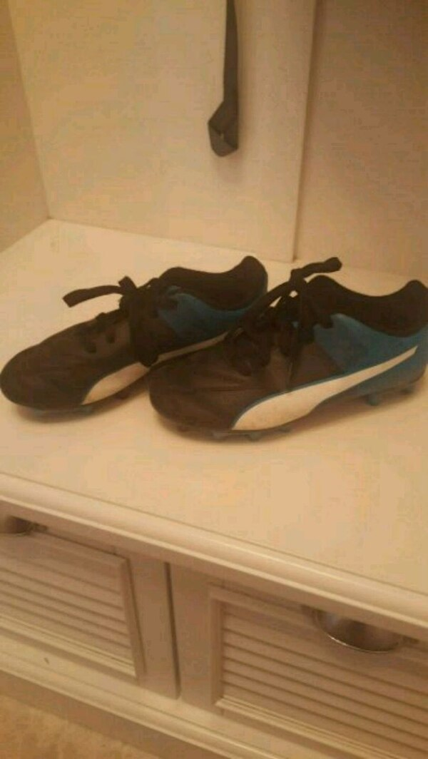 Soccer cleats (boys Puma)