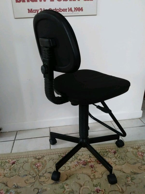 Desk Chair 4a90433b-4fb0-40b6-9898-e6b8955319aa
