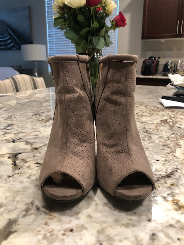 dc3b3108c9c Used Women s Taupe Suede high heel size 6 for sale in Fresno - letgo