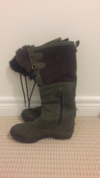Green and brown Ugg boots Richmond Hill, L4S 0C1