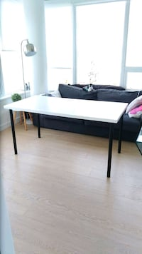 Ikea table, great condition, very minimal wear dow 3750 km