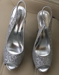 pair of gray peep-toe pumps Savage, 55378