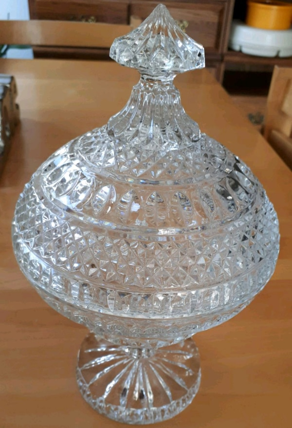 Crystal bowls with lids
