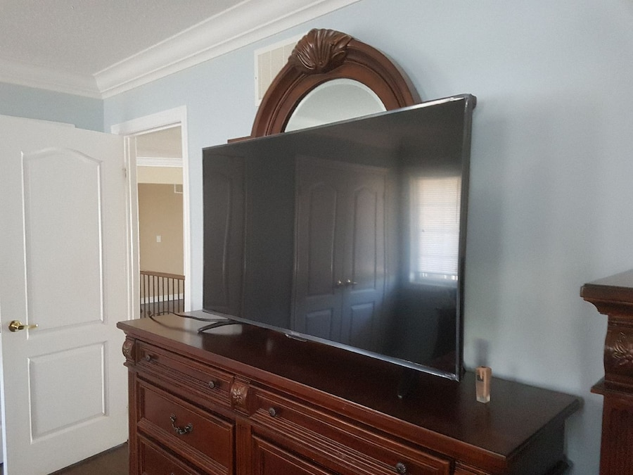 55 inch Brand new tv used it for 10hours - Canada