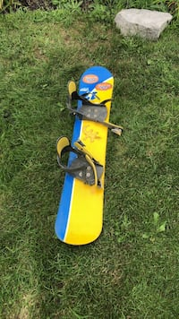 Blue and red snowboard with bindings Oshawa, L1K