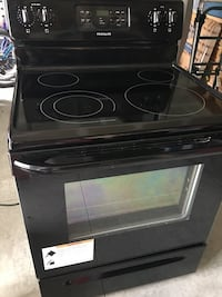 Stove   like new. Only one year used.  Clermont, 34714